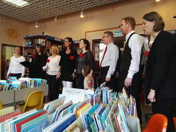 Stöbern bei Gesang: Das war mit PocoLoco für Büchereikunden möglich!
