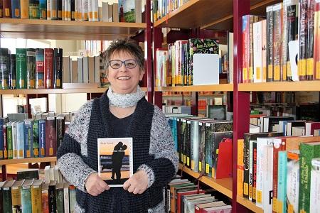 Birgit Schrod liest auf dem Altheimer Brunnenfest